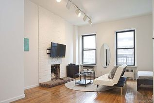 New York studio with alcove