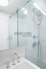 Apartment Yorkville - Bathroom